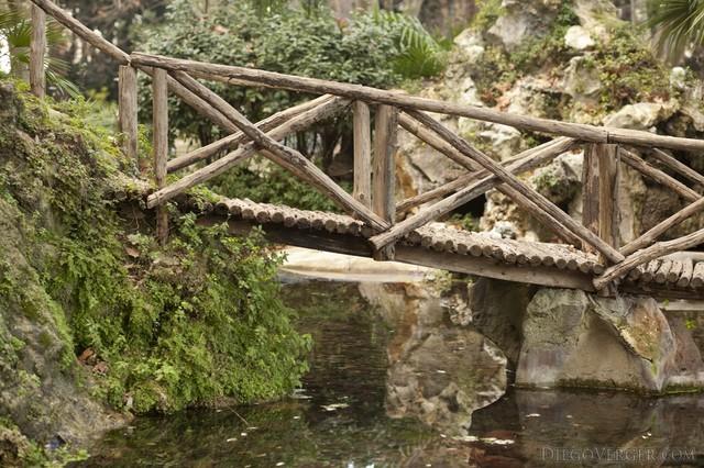Puente del Reloj de Agua en Villa Borghese en Roma, Italia