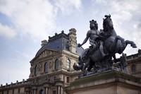 Pabellón Denon y Estatua de Luis XIV - París, Francia