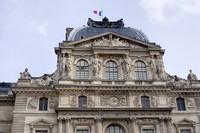 Detalle del pabellón Sully del Louvre - París, Francia