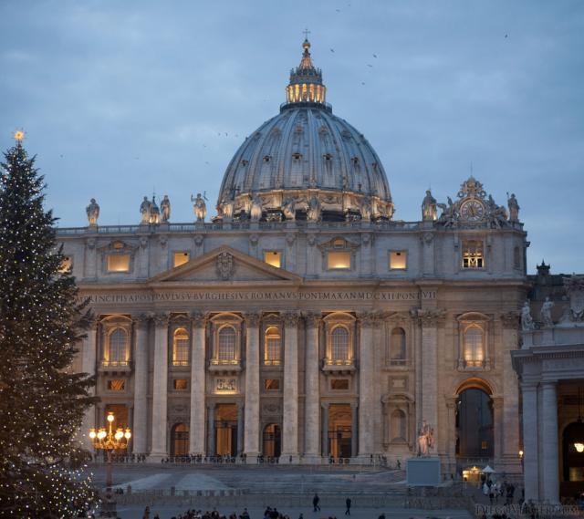 Basilique Saint-Pierre au Vatican au crépuscule