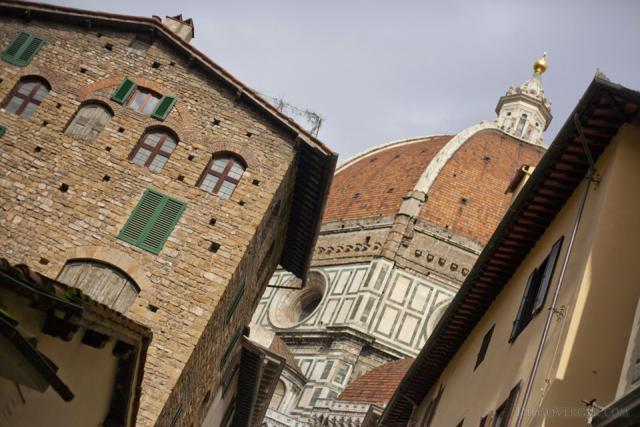 Santa Maria del Fiore dalle strade di Firenze - Firenze, Italia