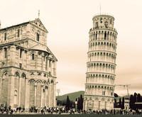 La Torre di Pisa e l'estremità sud del transetto della Cattedrale di Pisa - Pisa, Italia