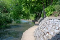 Path next to the DuPage River in Naperville - Naperville, United States