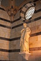 Statue de Saint Pierre dans l'église Santa Maria della Spina - Pise, Italie