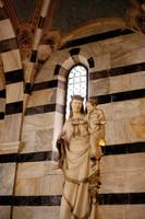 Statue de la Vierge e l'Enfant dans Santa Maria della Spina - Pise, Italie