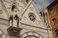 Détail de la façade de Santa Maria della Spina - Pise, Italie