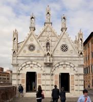Façade de l'église Santa Maria della Spina - Pise, Italie
