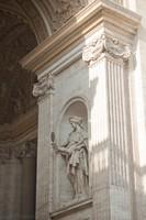 Statue dans l'arche sud à côté de la basilique - Cité du Vatican, Saint-Siège