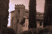 Foto ad infrarossi della chiesa di Sant Lluc vista dalla piazza Jurats - Girona, Spagna