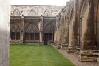Cloister garth of the abbey - London, England