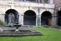 Fountain of the Little Cloister garden - London, England