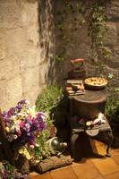 Un rincón floral ambientado a la antigua - Girona, España
